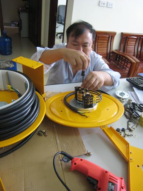 IMG 5437 Các ứng dụng của Ru lô cuốn cáp điện dạng lò xo